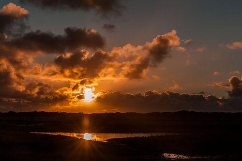 Zonsondergang met weerspiegeling boven de Slufter van Simone Janssen