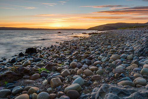 Stenen in het licht van een zonsondergang