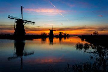 Windmühlen im Sonnenaufgang von Ton de Koning