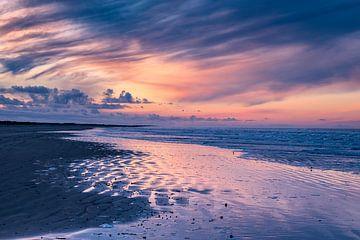 Zonsondergang op het strand van Ameland van Evert Jan Luchies