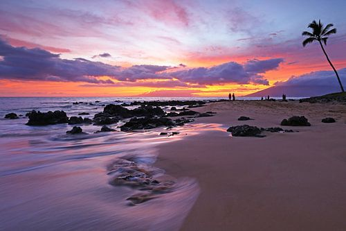 Zonsondergang op het strand van Hawaii