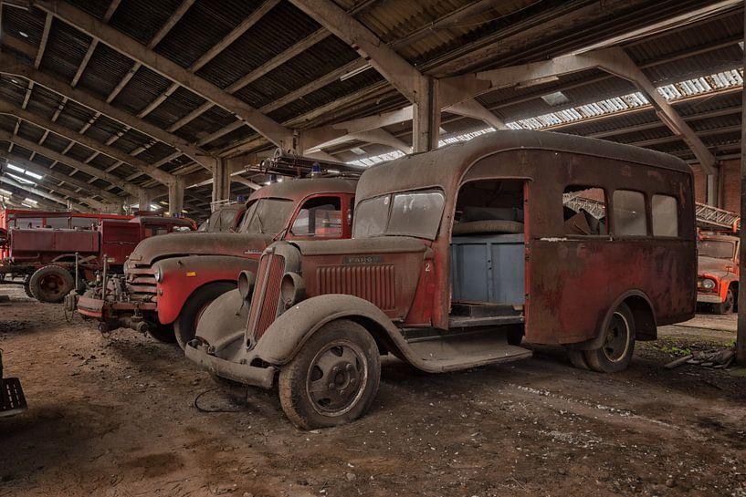 Lost Place - Feuerwehrautos von Linda Lu