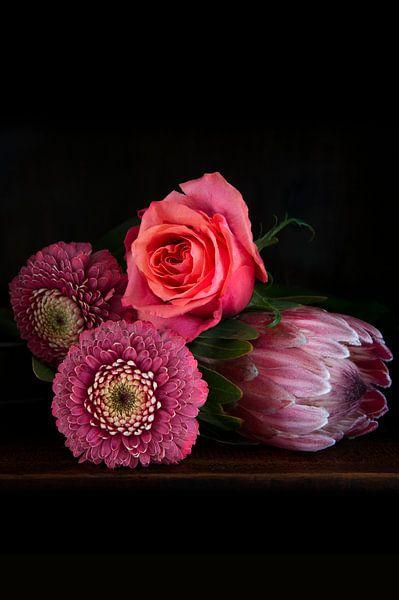 Bloemen in baroque stijl, staand van Marion Moerland