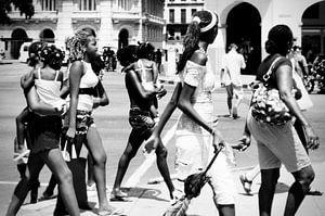 Winkelende vrouwen in Havana