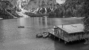 Lago di Braies - Dolomieten in Zwart en Wit van Teun Ruijters
