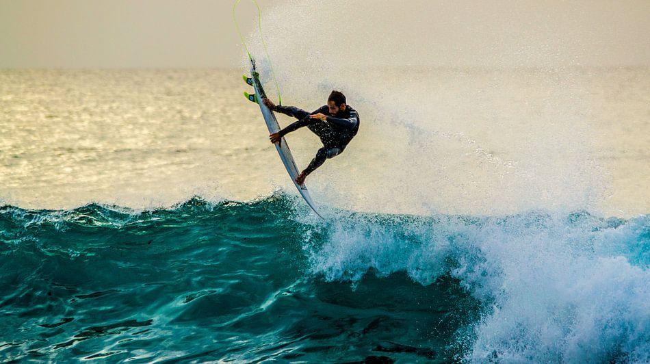 Pro surfer flying van massimo pardini