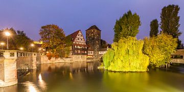Old town of Nuremberg at night van