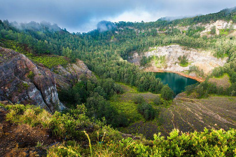 Magisch kratermeer Kelimutu, magical vulcano lake van Corrine Ponsen