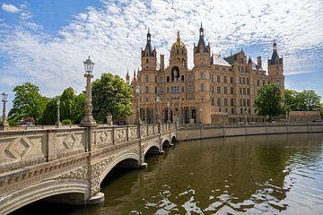 Brücke zum Schweriner Schloss oder Schweriner Palais, im deutschen Schweriner Schloss, einem romanti von Maren Winter