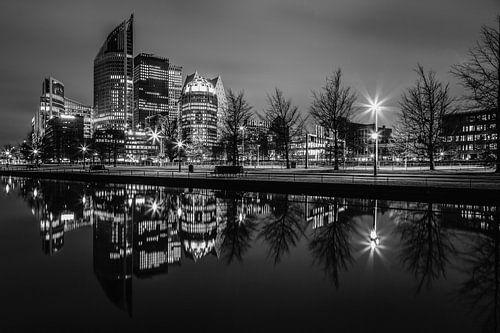 Nachtfoto van de Skyline Den Haag