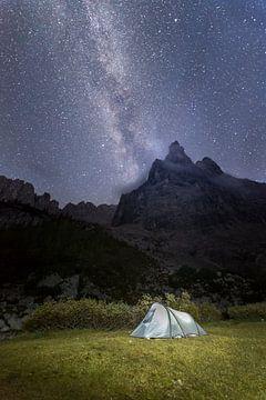 Sternenhimmel am Bergsee van Robin Berndt