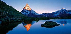 Matterhorn und Riffelsee, Schweiz van