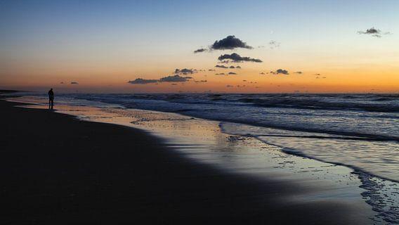 Zonsondergang aan het strand van Katwijk aan Zee van Paul Kampman
