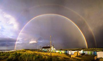 Regenboog op Wassenaarse strand en duinen van Jelmer Laernoes