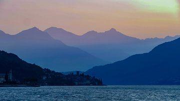 Früher Morgen über dem Comer See von R. Khoenie