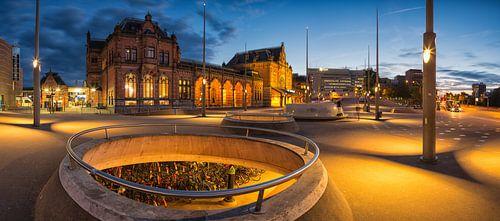Zonsondergang boven het Centraal Station in Groningen