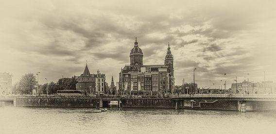 Amsterdam - panorama op Schreierstoren en St. Nicolaas Basiliek