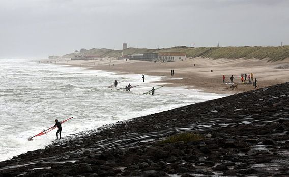 Surfers bij Domburg  van MSP Canvas