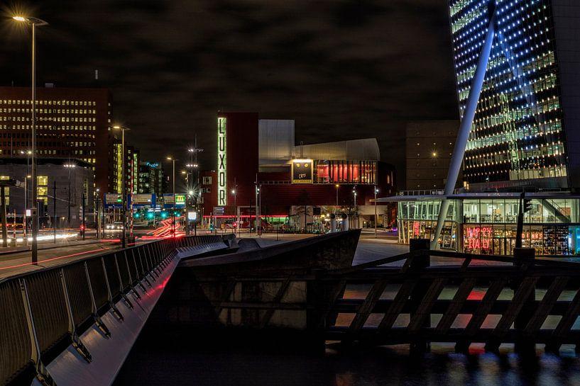 Zicht op de Wilhelminapier in Rotterdam van Rick Van der Poorten