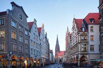 Prinzipalmarkt met St. Lambertuskerk in de schemering, Münster in Westfalen, Noordrijn-Westfalen, Du van Torsten Krüger