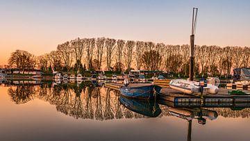Reflecties in de Rijnhaven van Jens Sessler