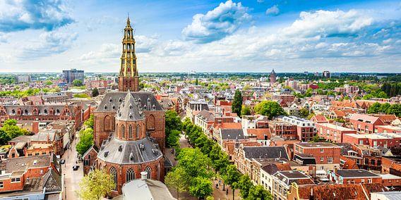 Skyline Groningen met de Der-Aa kerk van Groningen in beeld
