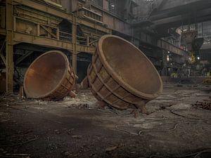 Melting Pots of an abandoned blast furnace von Jan Plukkel