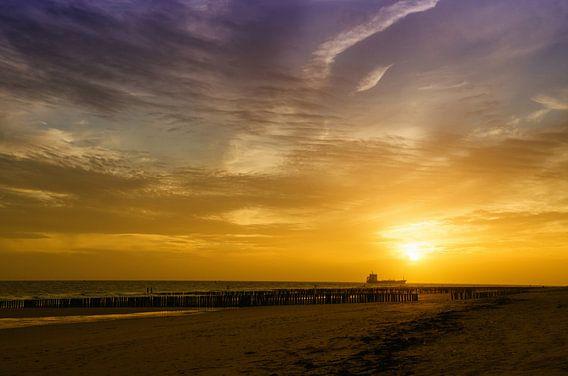 Strand bij Vlissingen tijdens een zonsondergang van Jessica Berendsen