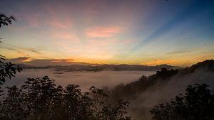 Zonsopgang op de berg genaamd Nuiy