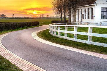 Sonnenuntergang über der Landstraße von Fotografiecor .nl