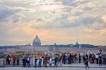 Uitzicht op Sint Pietersbasiliek, grootste kathedraal Rome van Astrid Sjoerdsma