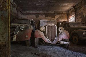 Verlassener Fiat in einer Garage
