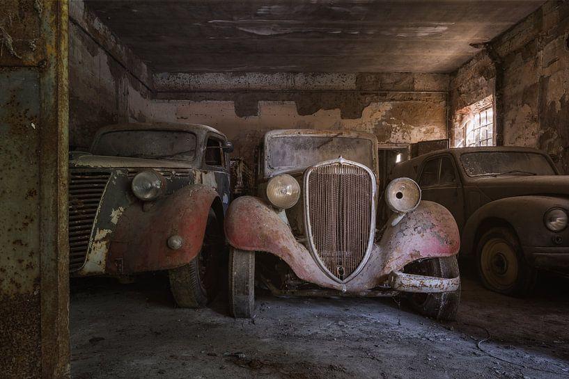 Verlassener Fiat in einer Garage von Kristof Ven