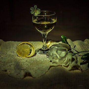 Stilleben Glas Wein und Zitrone im Stil der niederländischen Meister von ina kleiman