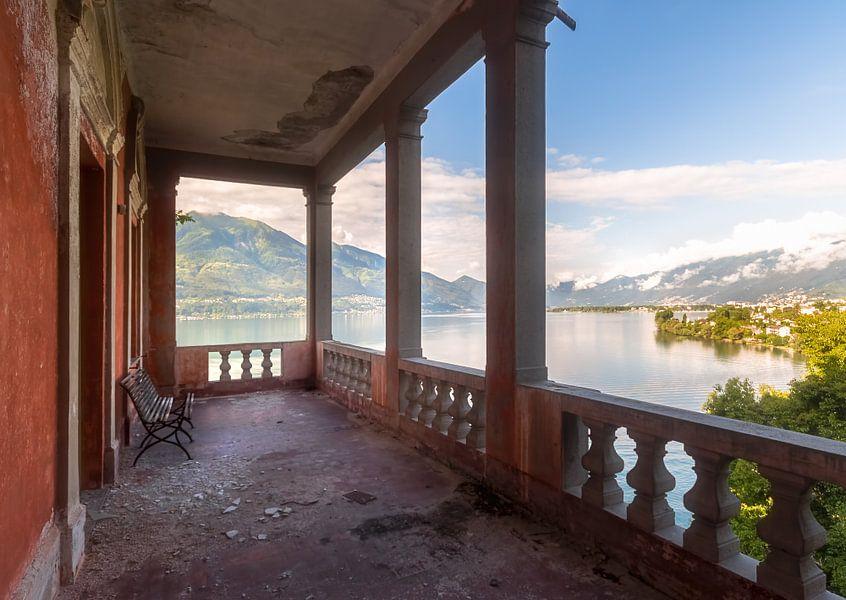 Uitzicht op het Water. van Roman Robroek