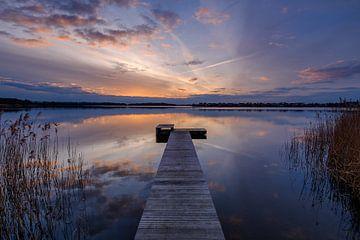 De steiger bij zonsondergang van