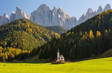 Kleine Kirche, große Berge