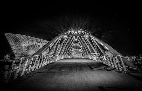 Amsterdam brug naar Nemo van