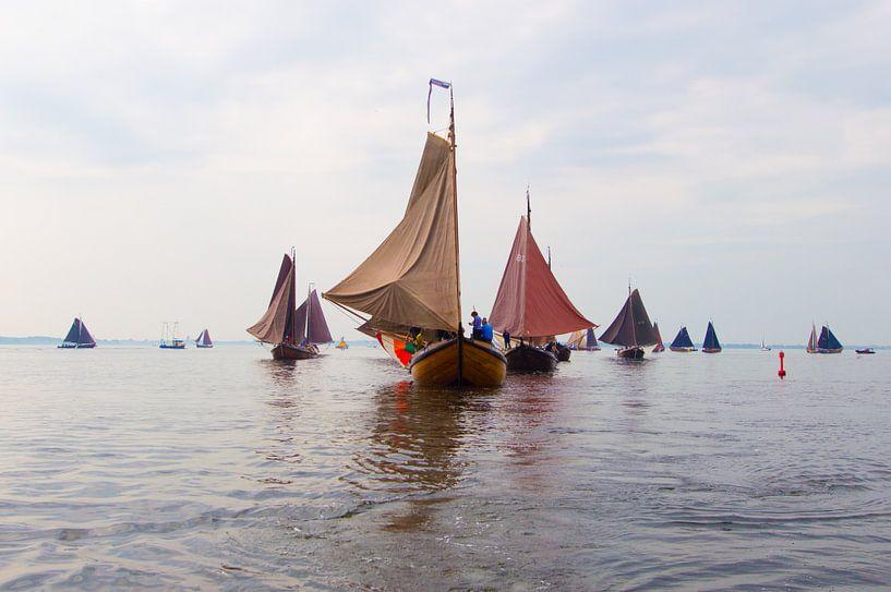 Racing antiques .Sailships van Brian Morgan