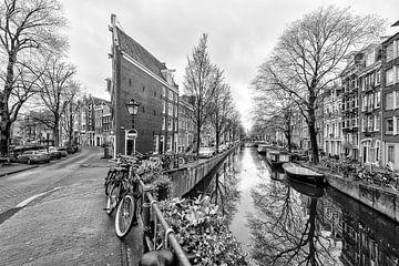 De Bloemgracht kruist de Prinsengracht in Amsterdam. van Don Fonzarelli