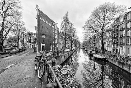 De Bloemgracht kruist de Prinsengracht in Amsterdam.