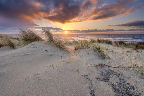 Sonnenuntergang in der niederländischen Landschaft von eric van der eijk