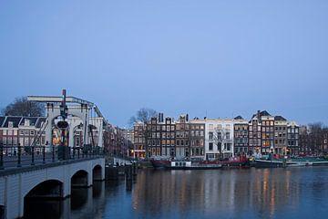 Die Magere Brücke in Amsterdam von Barbara Brolsma