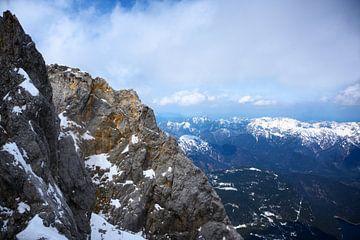 Bergrücken in den bayerischen Alpen unter bewölktem Himmel, Deutschland, Österreich, Copy Space von Maren Winter
