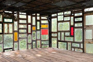Image abstraite avec exposition multiple de vitraux. sur Marianne van der Zee