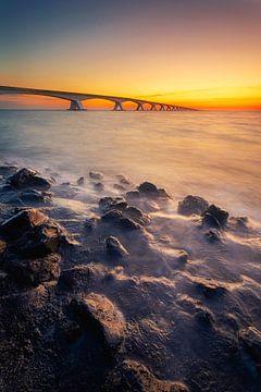 Elegy (zonsopkomst Zeelandbrug) van Thom Brouwer
