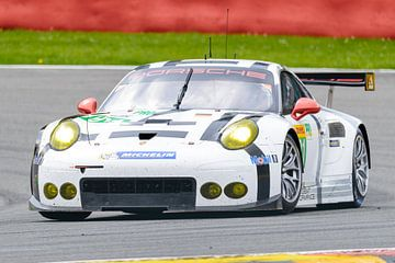 Porsche Team Manthey Porsche 911 RSR racewagen van