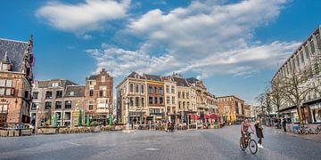 De Grote Markt in Nijmegen op een vroege voorjaarsavond von Harrie Muis