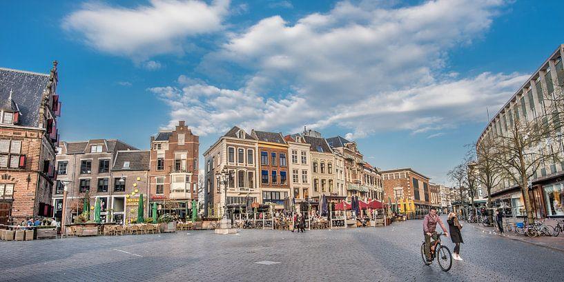 De Grote Markt in Nijmegen op een vroege voorjaarsavond van Harrie Muis