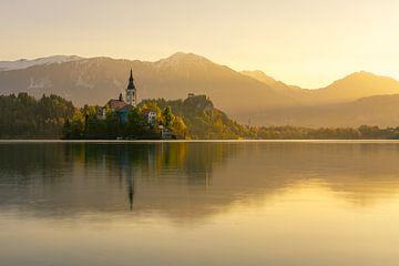 Bled's gouden zonsopgang van Simon Bregman